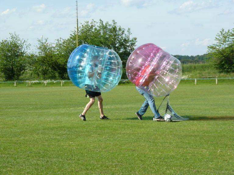 Bubblefootball blau und rot